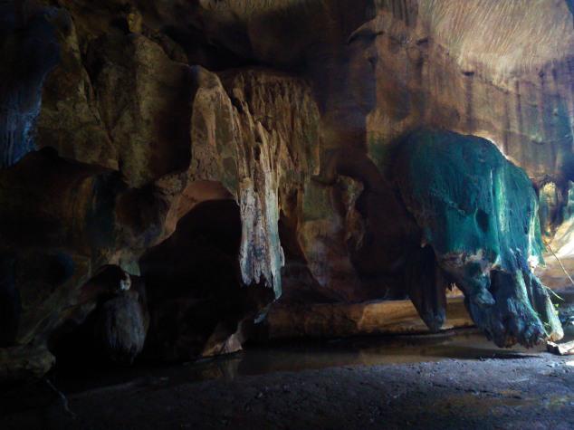 Salah batuan di dalam Goa Batu Kapal, Kabupaten Solok Selatan